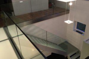 AVC Glastreppe escalier en verre CAMELEON