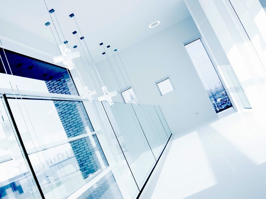 ONLEVEL® FRAMELESS GLASS RAILINGS AND COMPONENTS